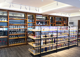 万博客户端手机版manbetx官方网站二楼透明瓶、玻璃瓶展区